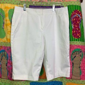 Classiques Entier white walking shorts.